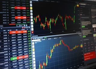 With technical analysis software, the name of the game is predicting future market price activity by examining past price activity such as employed by Trade Selector Signal.